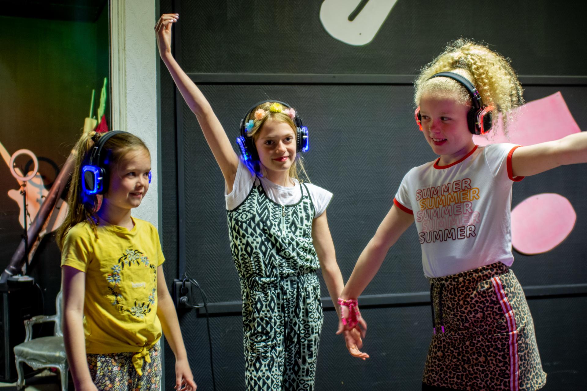 Te huur: Silent Disco set voor thuisfeestje!